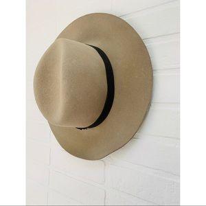 Janessa Leone tan Wool Hat Size Small